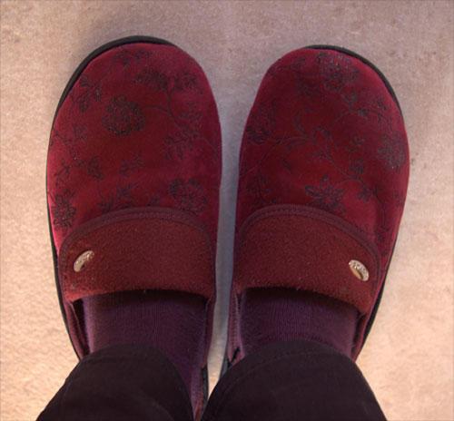 Burgundy flourish slippers